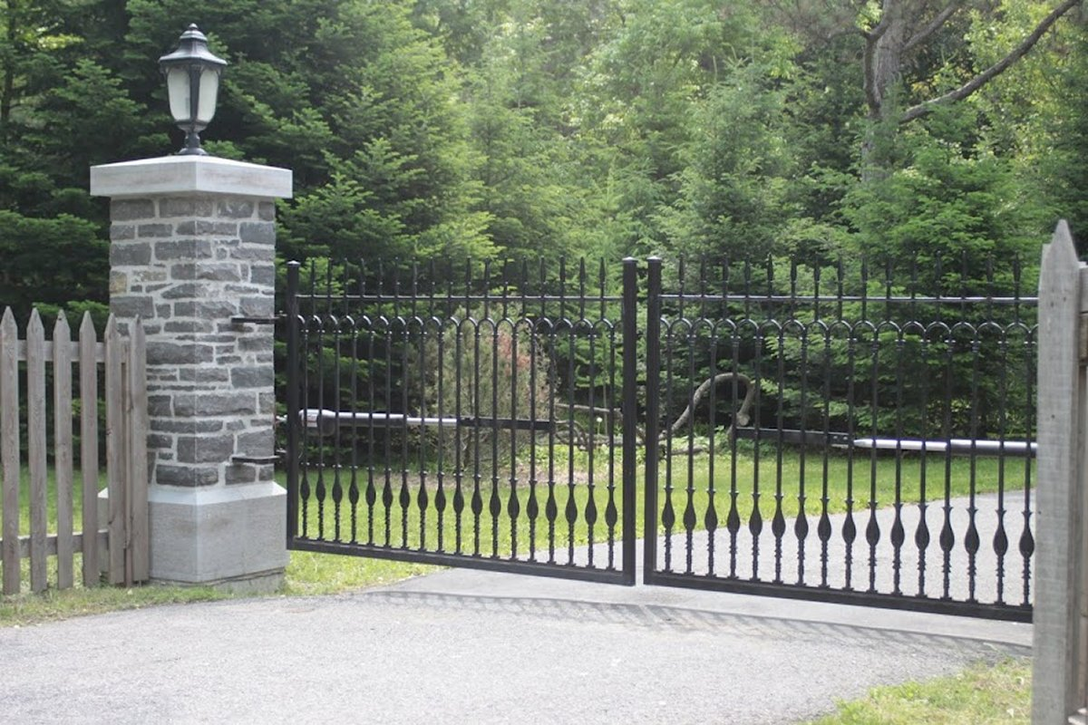 Custom cast iron drive gates and electric nature´s