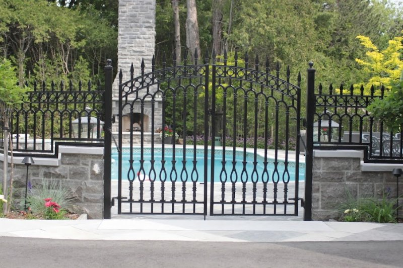 Custom arbours and gates nature´s right hand